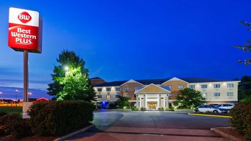 Best Western Plus Georgetown Corporate Center Hotel - Georgetown - Gebäude