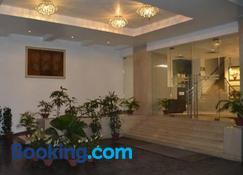 Hotel Natraj - Dibrugarh - Byggnad