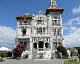 Hotel Villa Rosario, El Palacete - Рібадеселья - Building