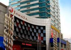 Ramada by Wyndham Zibo - Zibo - Building