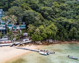 Alunan Resort - Pulau Perhentian Besar - Beach