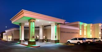 Holiday Inn Hotel & Suites Oklahoma City North - אוקלהומה סיטי - בניין
