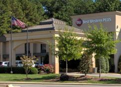 Best Western PLUS Cary Inn - NC State - Cary - Gebäude