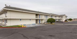 Motel 6 Albuquerque South - Airport - Albuquerque - Building
