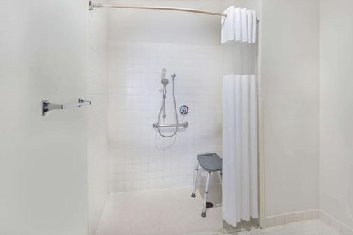 Baymont by Wyndham Rockford - Rockford - Phòng tắm