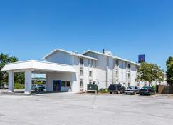 Motel 6 Council Bluffs - Council Bluffs - Building