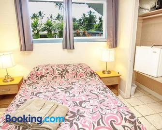 Arnott's Lodge & Hiking Adventures - Hilo - Bedroom