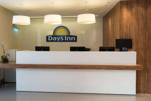 Days Inn by Wyndham Rio de Janeiro Lapa - Rio de Janeiro - Front desk