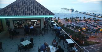 Pier House 60 Clearwater Beach Marina Hotel - Clearwater Beach - Bar