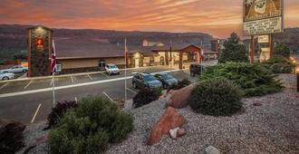 Aarchway Inn - Moab - Outdoors view