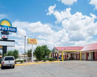Days Inn by Wyndham Gallup - Gallup - Building