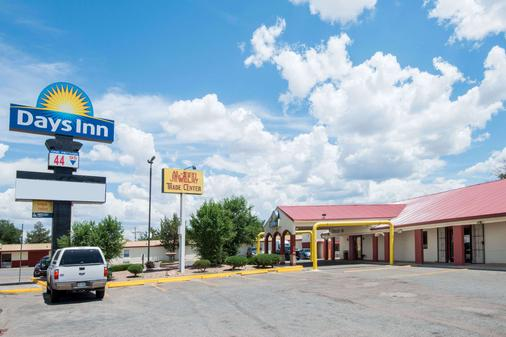 Days Inn by Wyndham Gallup - Gallup - Building