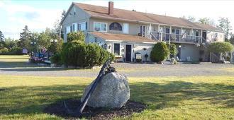 Leona's Motel - Trenton