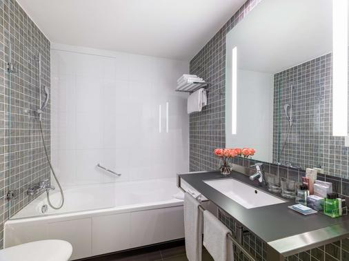 H10 Roma Città - Rome - Bathroom