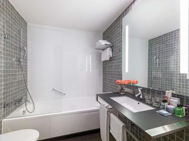 H10 Roma Citta - Rome - Bathroom