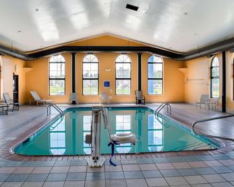 Motel 6 Richmond, In - Richmond - Pool