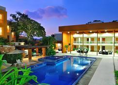 Hotel Ixzi Plus - Ixtapa - Pool