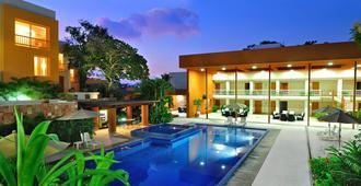 Hotel Ixzi Plus - Ixtapa - Piscina