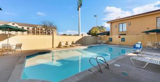 La Quinta Inn by Wyndham Bossier City - Bossier City - Uima-allas