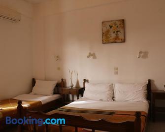 Rent Rooms Katerina - Kalamaki - Bedroom