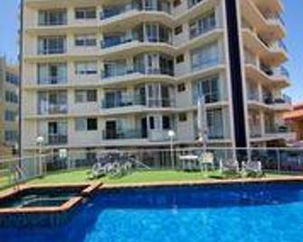 Foreshore Apartments - Mermaid Beach - Pool