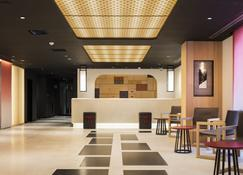 Nest Hotel Kyoto Shijokarasuma - Койото - Front desk