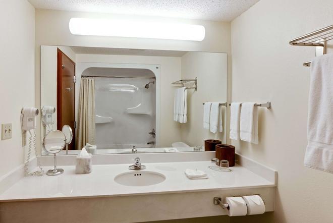 Hawthorn Suites by Wyndham Louisville East - Louisville - Bathroom