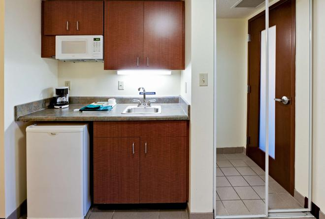Hawthorn Suites by Wyndham Louisville East - Louisville - Kitchen