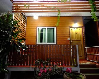 Homestay Thararin & Kanokrat - That Phanom Nuea - Outdoors view