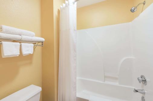 路易斯安那薩爾弗戴斯酒店 - 蘇富爾 - Sulphur - 臥室