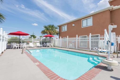 路易斯安那薩爾弗戴斯酒店 - 蘇富爾 - Sulphur - 游泳池
