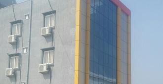 Hotel R K Grand - Shamshabad