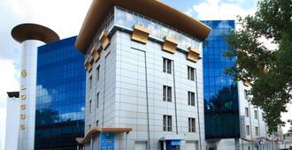 Tsunami Spa Hotel - Dnipro