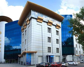 Tsunami Spa Hotel - Dnipro - Building
