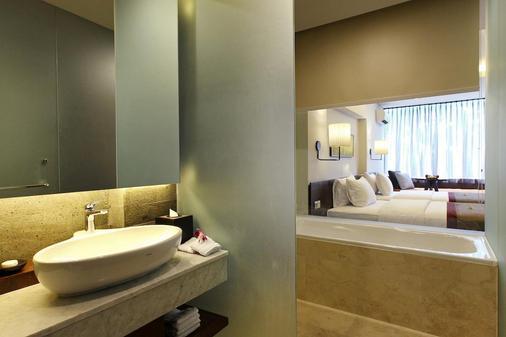 Watermark Hotel & Spa Jimbaran Bali - Kuta - Bathroom