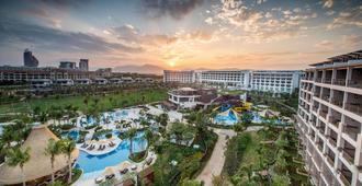 Shangri-La Sanya Resort and Spa, Hainan - Sanya - Outdoors view
