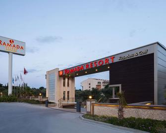 Ramada Resort by Wyndham Kusadasi - Кушадаси - Building