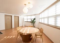 Views Over Hanok Villiage - Jeonju - Dining room