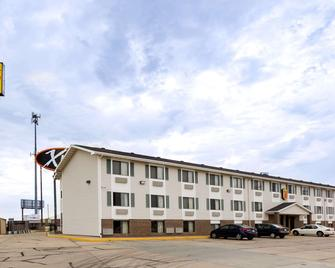 Super 8 by Wyndham Hays KS - Hays - Building