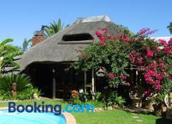 African Kwela Guest House - Windhoek - Building