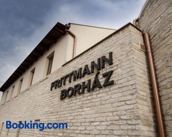 Frittmann Borászat és Panzió - Soltvadkert - Building