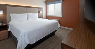 Holiday Inn Express Hotel & Suites Seatac, An Ihg Hotel - SeaTac - Bedroom