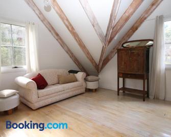Cottage at 31 - Bundanoon - Huiskamer