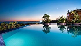 Four Points by Sheraton Catania Hotel and Conference Center - Catania - Pool