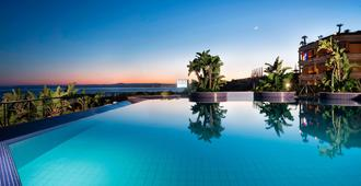 Four Points by Sheraton Catania Hotel and Conference Center - Catânia - Piscina