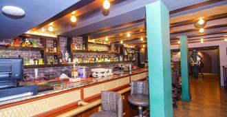 Lytton Hotel - Calcuta - Bar