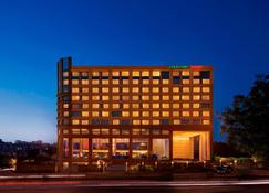 Courtyard by Marriott Ahmedabad - Ahmedabad - Building