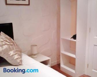Finn Maccools Public House & Guest Inn - Bushmills - Bedroom