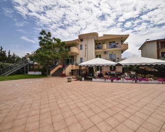 Hotel La Villa - Corigliano Calabro - Gebäude
