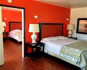 Norwalk Inn & Suites - Norwalk - Ložnice
